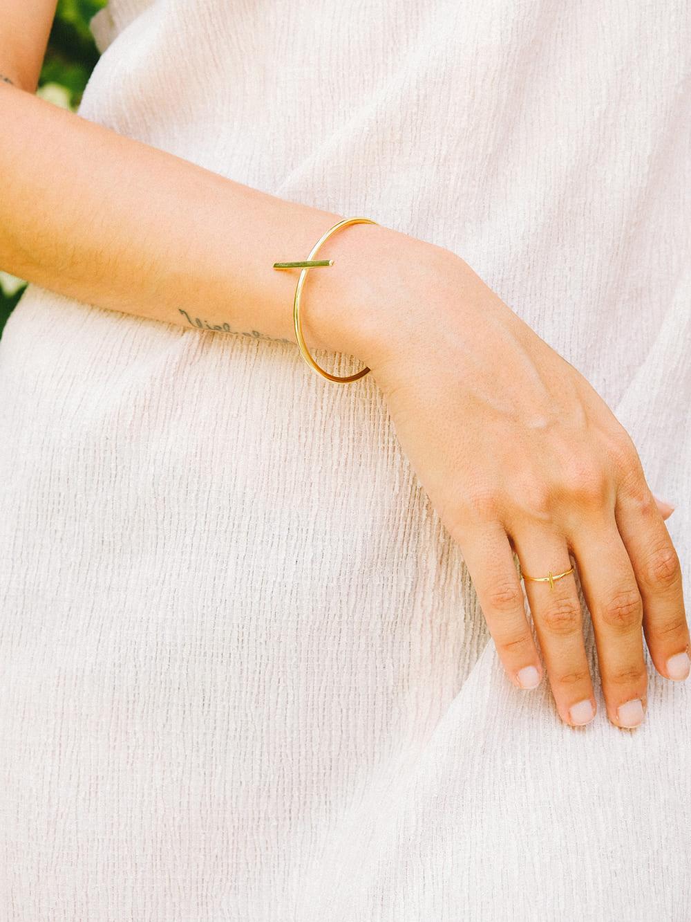 anillo chapado en oro de 18k para mujer creado por Marteliè,joyas para regalar,joyas en Barcelona, joyasmarket