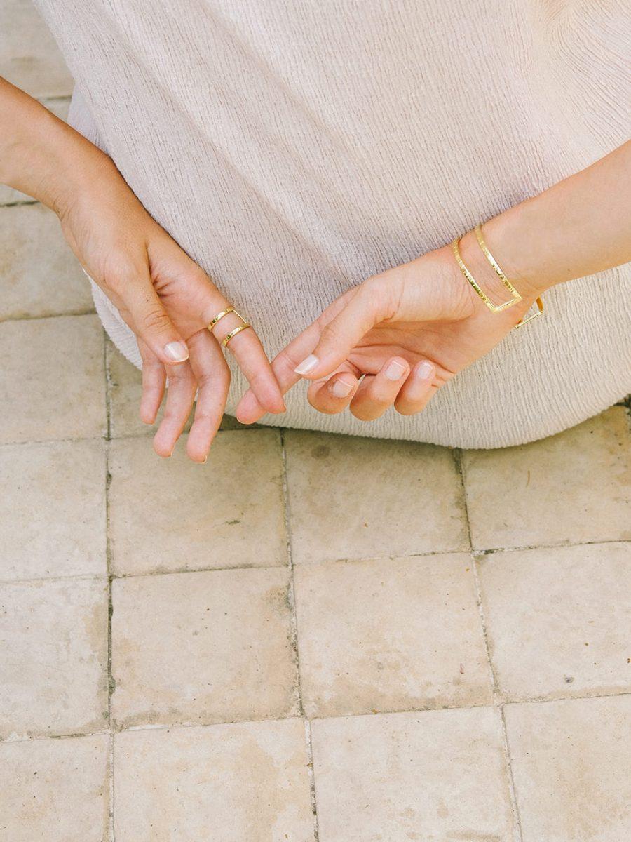 combinacion anillo y pulsera de oro para mujer, regalar anillo de oro a mi novia, regalos romanticos, regalo san valentin