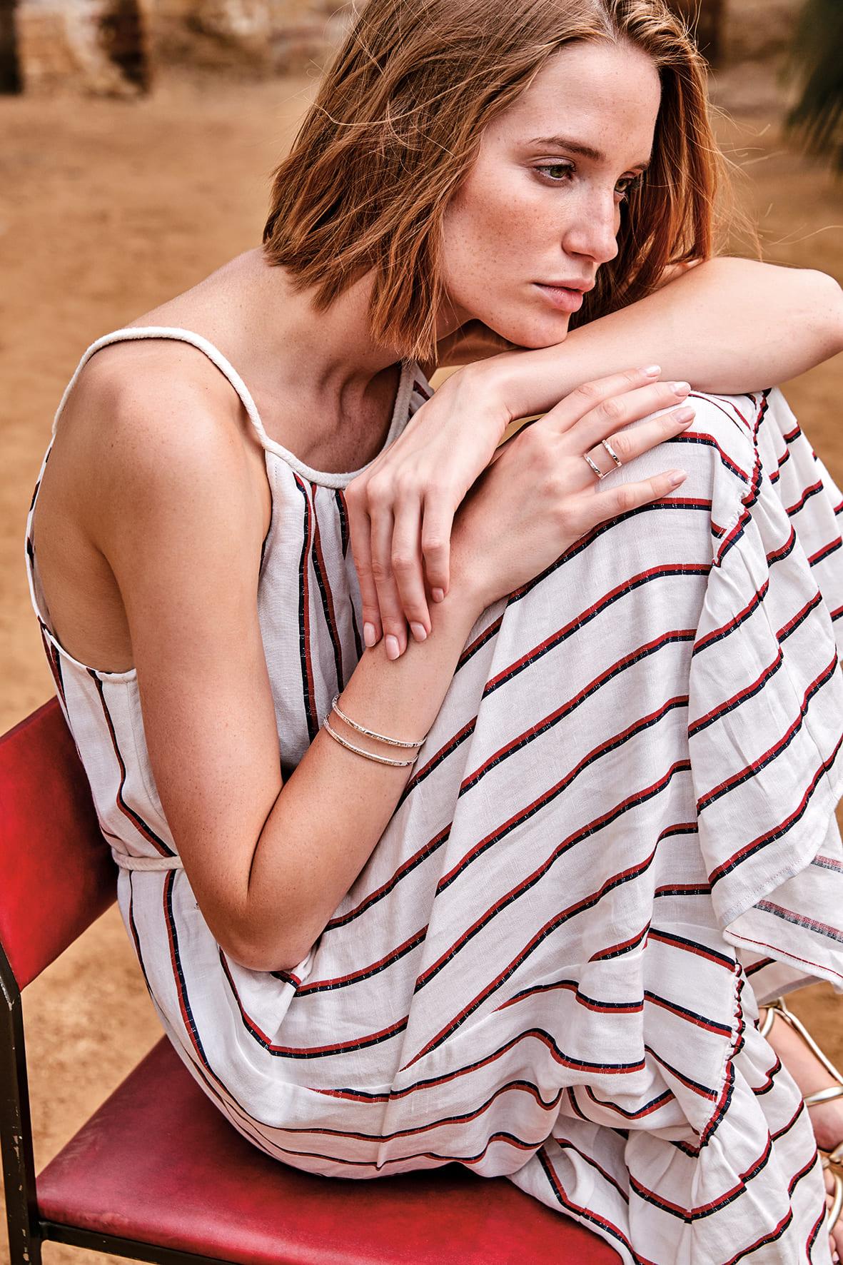 anillo de plata de diseño para mujer, joyas artesanales, joyas para regalar, marteliè barcelona, joyasmarket