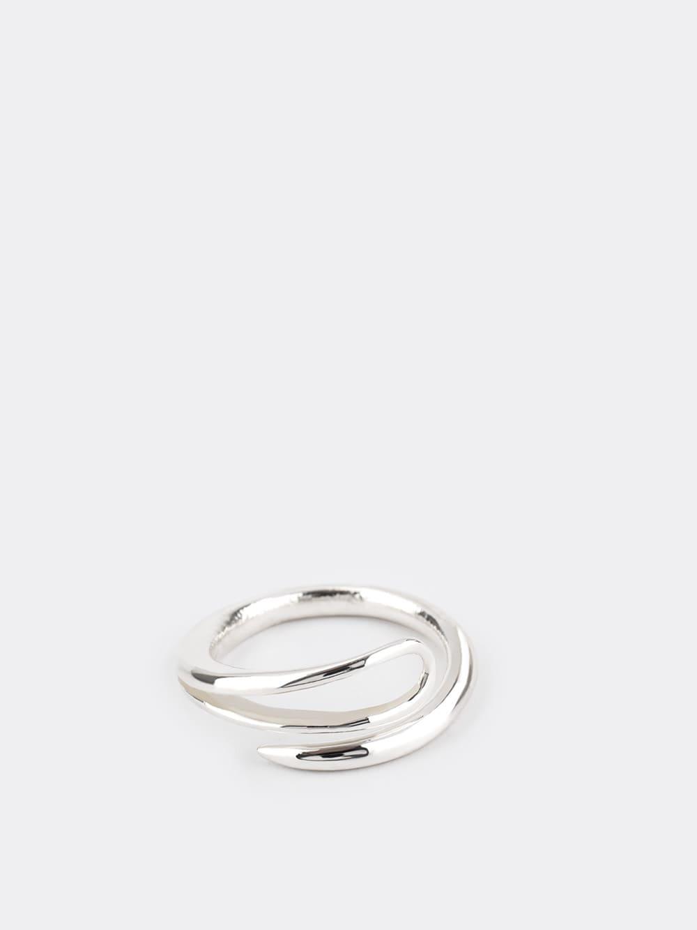 anillo de plata para mujer inspirado en aguja, joyas artesanales, joyas para regalar, marteliè barcelona, joyasmarket