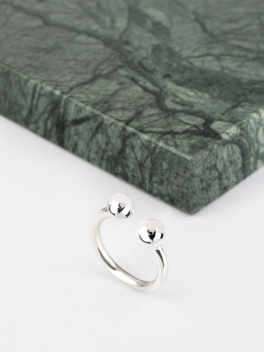 anillo de plata para mujer diseño dos bolas, anillos de plata para regalar, anillos para mejores amigas, joyas marteliè barcelona, joyasmarket