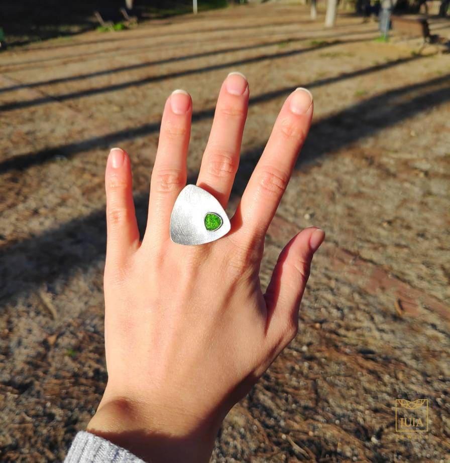 anillo de oro 18k con esmalte verde para mujer