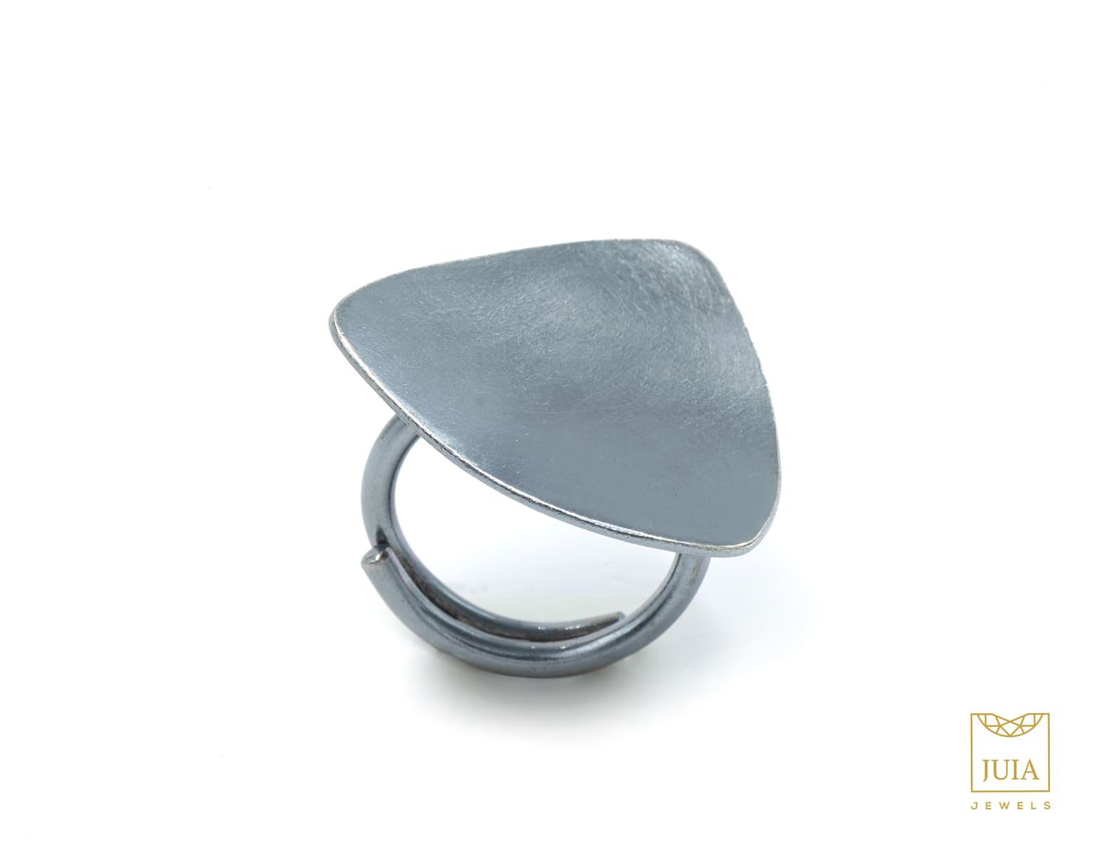 anillo de plata oxidada para aniversario, joyas artesanales, joyas para regalar, juia jewels barcelona, joyasmarket