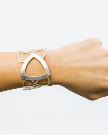 brazalete de plata, brazalete de diseño, brazalete de plata para mujer