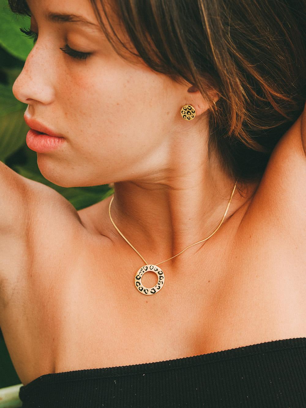 colgante de oro barato, joyas para regalar, colgante de leopardo para regalar, joyas marteliè barcelona, joyasmarket