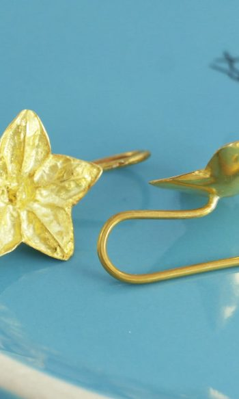 pendientes colgantes de flor de oro