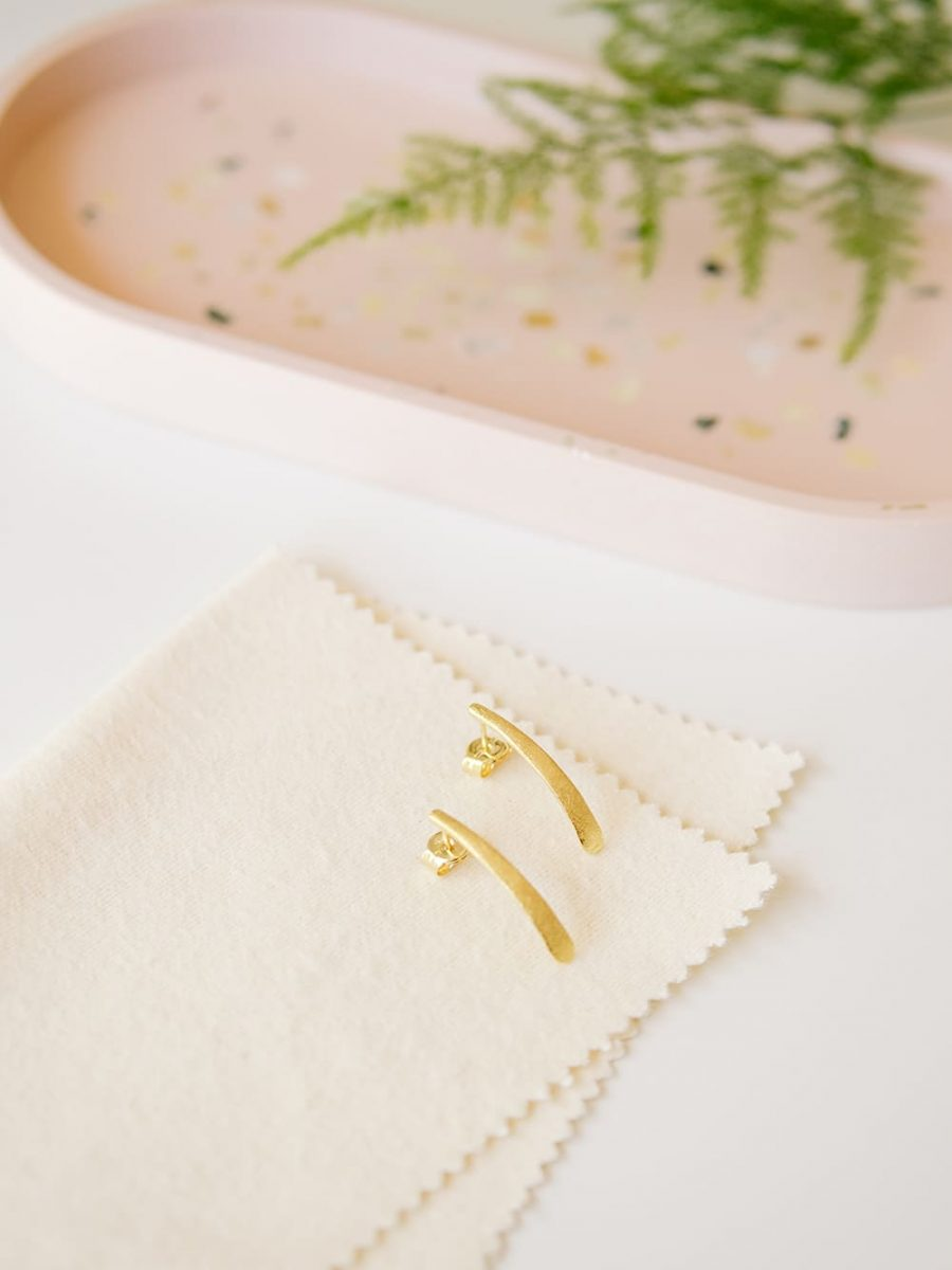 pendientes largos bañados en oro