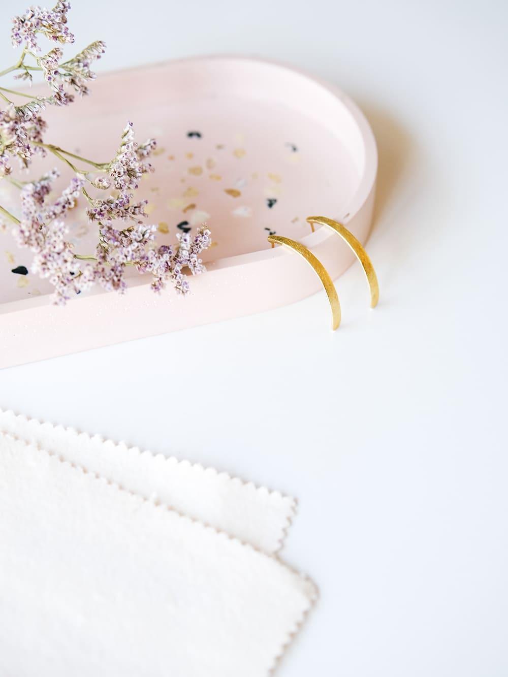 pendientes largos para diario, pendientes de oro para pelo largo, martelie barcelona, pendientes de diseño para mujer, joyasmarket