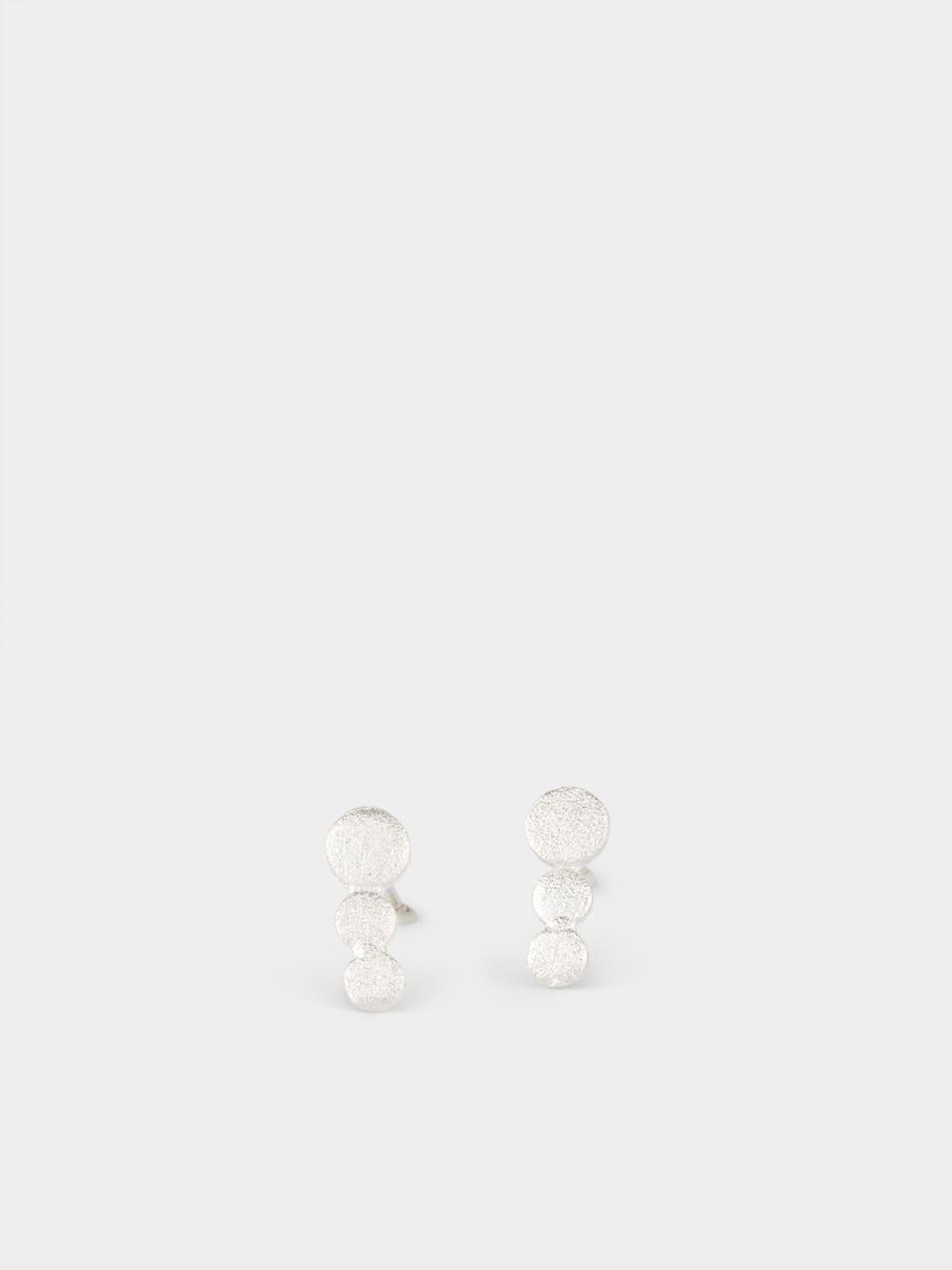 pendientes de plata para mujer, pendientes de botón, joyas artesanales, joyas para regalar, regalar joyas amigas, marteliè barcelona, joyasmarket
