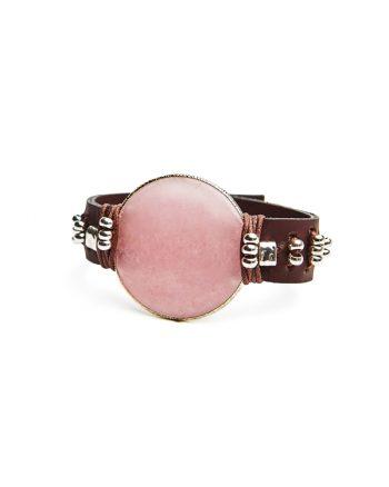 pulsera para mujer estilo boho diseñada por Paola Torighelli, pulsera estilo boho hecha a mano con cuero y una gema de cuarzo rosa