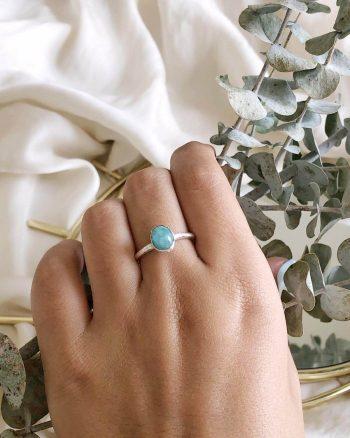 anillo con amazonita