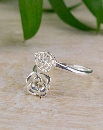 comprar anillo de plata con rosas