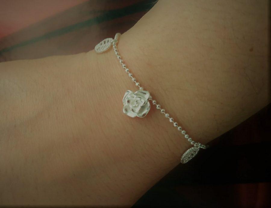 pulsera de plata con rosas, pulseras originales para mujer