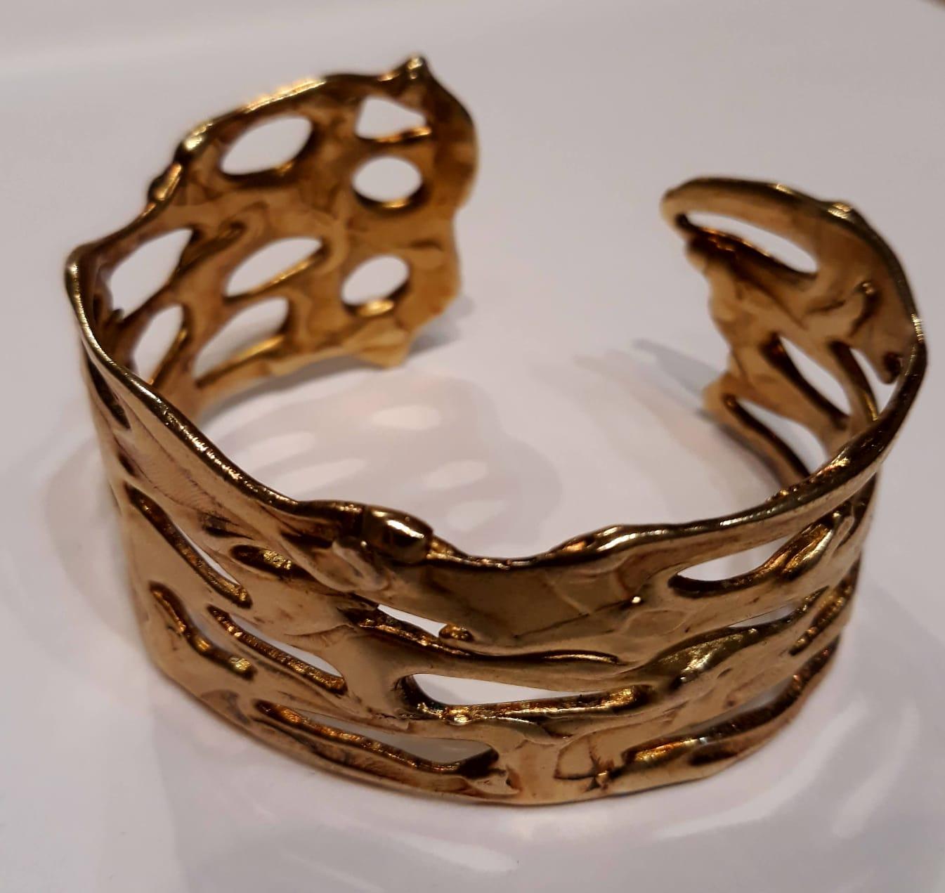 brazalete dorado para mujer, pepamassana barcelona, regalar pulsera de diseño, joyeria natural, joyasmarket
