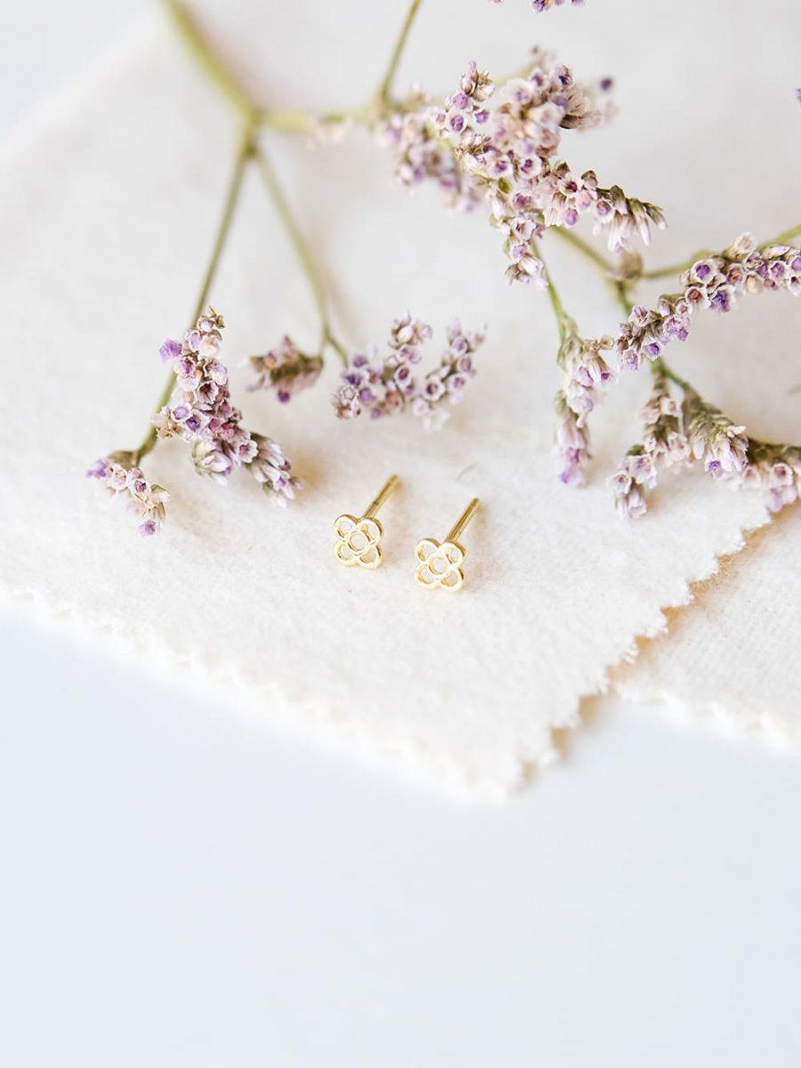 pendientes de boton de oro, pendientes de la flor de barcelona de oro, pendientes de boton de la flor de barcelona