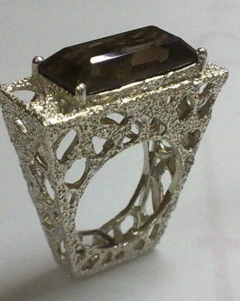 anillo de plata para mujer con cuarzo fume, regalar joya única