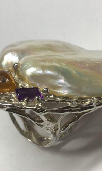 anillo para mujer con perla extragrande y amatista baguette