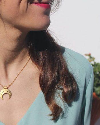 colgante lunula para mujer, comprar collar femenino, amuleto feminidad