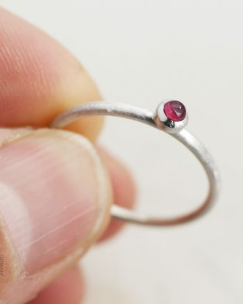 anillo plata rubi