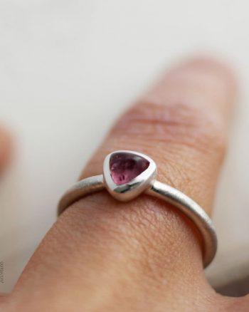 anillo plata turmalina rosa