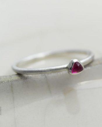 fino anillo plata turmalina rosa triangulo